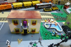 I missed the Mutant House the first time around. Note the minifigs in the pool. Can mutants and humans be friends?