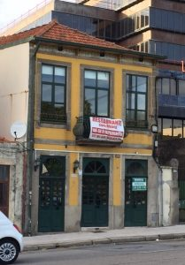 The culprit, near the University of Porto. Food poisoning shouldn't be an occupational hazard of restaurant reviewers.